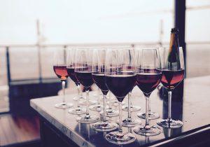 idee regalo uomo: vino e calici